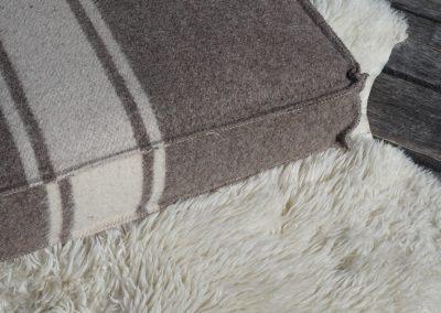 Coussin de sol carré en laine